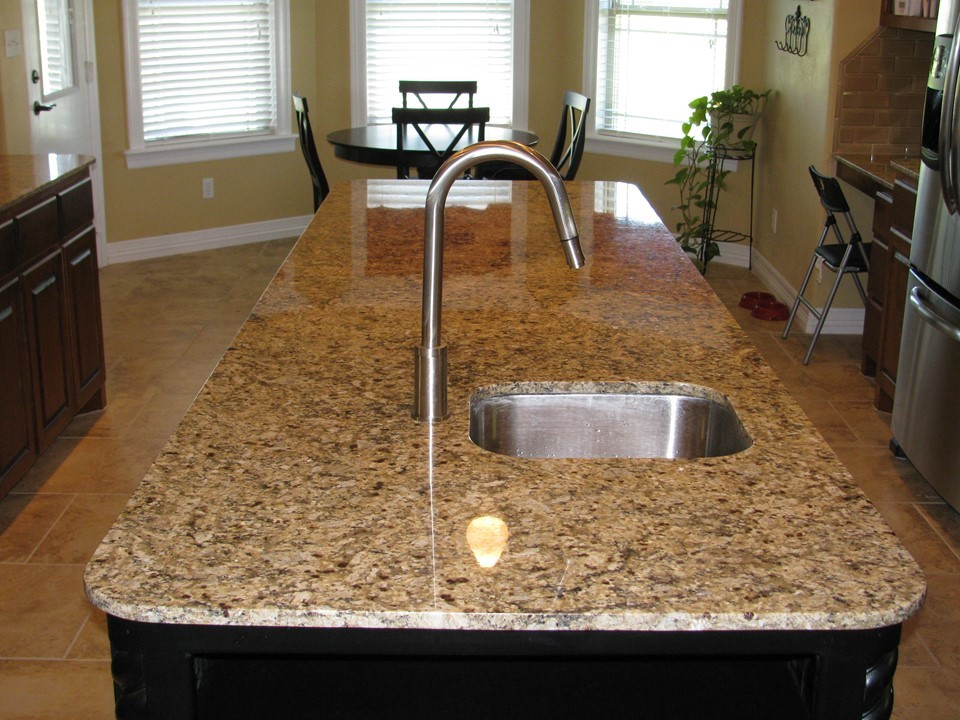 Island, sink and diningroom table
